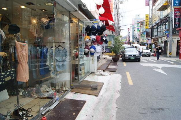Yasi-golmok Street