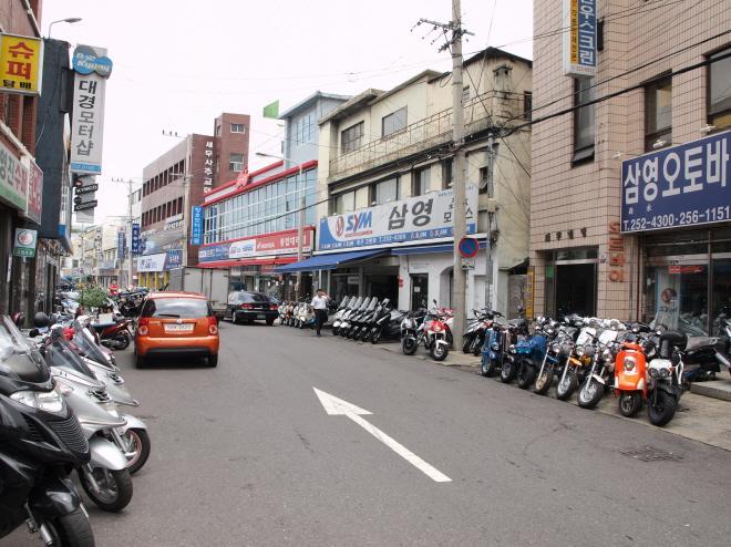 摩托車小巷